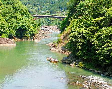 Bootsfahrt den Hozu River hinunter