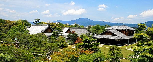 Blick auf der NinoHonmaru Palace mit Garten