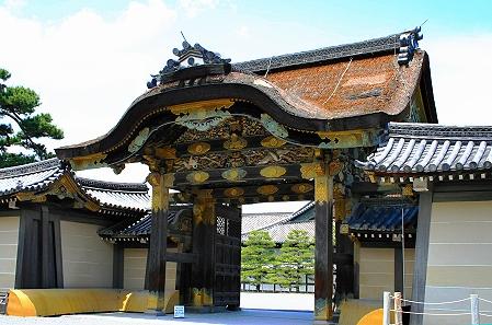 Das Karamin Tor hat einen chinesischen Giebel und vergoldete Teile