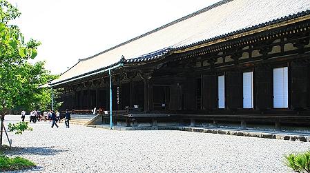 Die 120m lange Haupthalle des Sanjusangen-do-Tempels