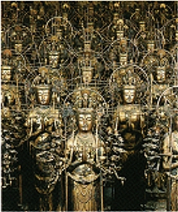 stehende Statuen in der Haupthalle des Sanjusangen-do-Tempel
