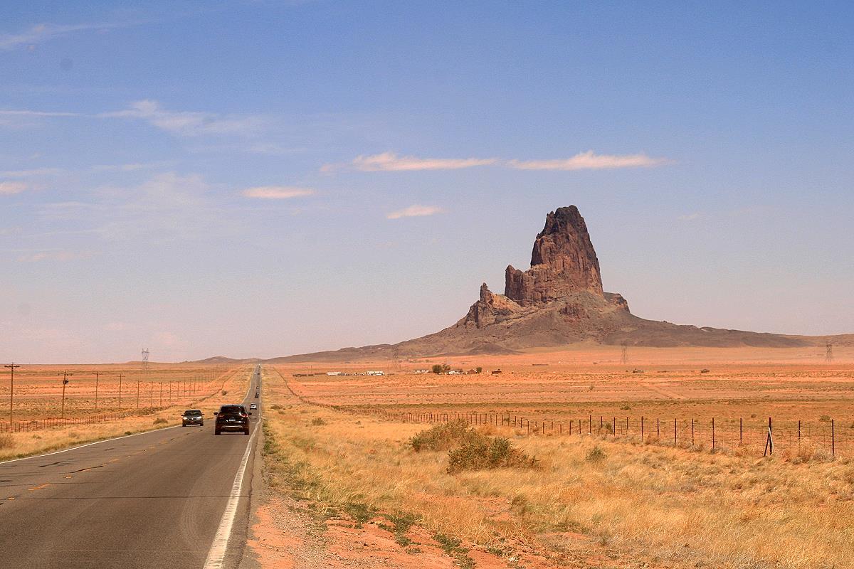 US Highway 163, die ersten Felsformationen sind erkennbar